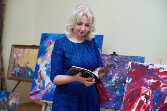 Оксана Ушакова, журнал ОколоПолитики, картины Анатолия Орлова